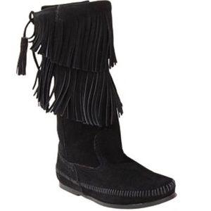 Minnetonka Calf Hi 2 Layer Fringe Boot Black Suede